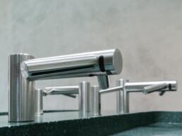 Close-up faucets - EDGE - Touchfree toilet